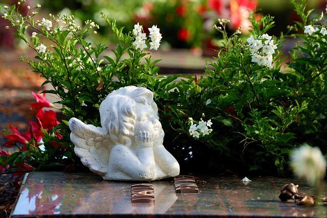 andělíček na hrobě