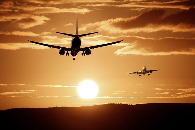 dvě dopravní letadla