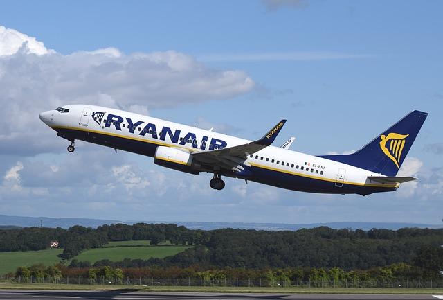 Letadlo Ryanair vzlétá