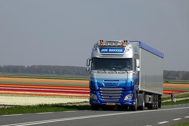 kamion s viditelnými autožárovkami