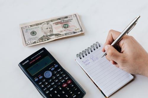 Vyznáte se v pojmech čistá a minimální mzda? Pokud nastupujete do práce, je to důležité!